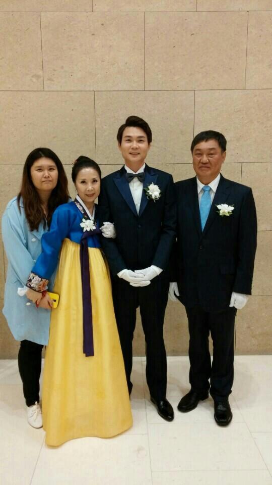 박선희 집사님 아들 결혼식 가족 사진 .jpeg